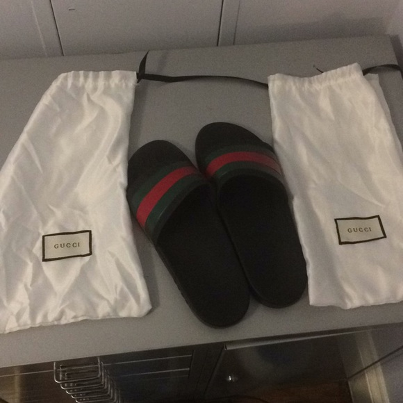 4aba0be6e4d9ff Gucci Other - Worn Size 9 Black Gucci Slides